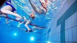 Svømmehall mennesker