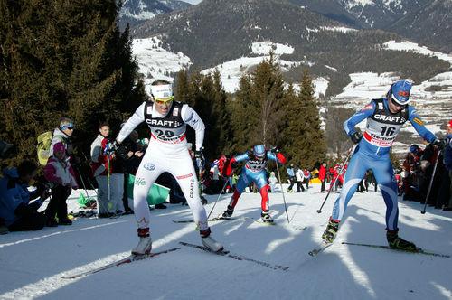 IDA INGEMARSDOTTER och Kerttu Niskanen kan kanske få åka Tour de Ski i Norden också från och med 2016. Här från Alpe Cermis i Italien. Foto: FASTERSKIER.COM