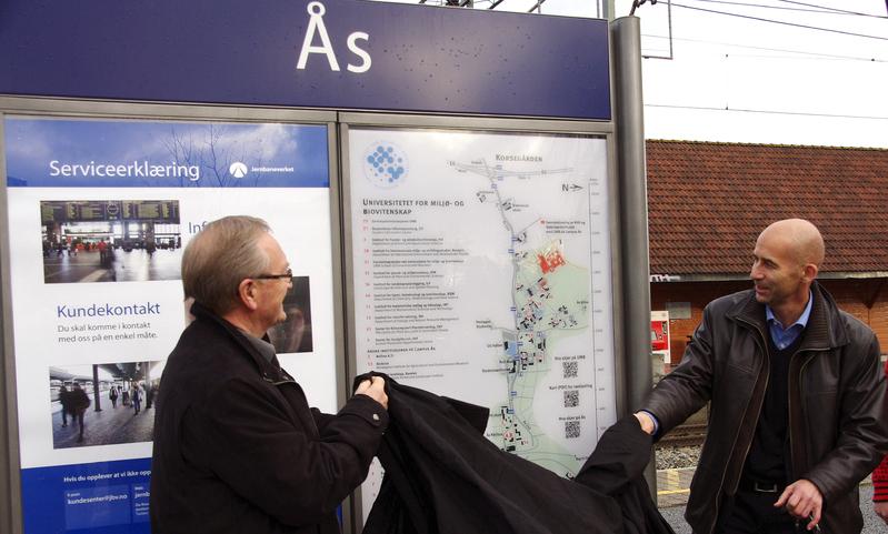 Avduking av skilt Ås stasjon