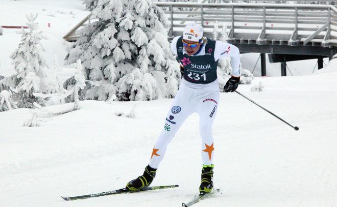 JUNIOREN Oscar Ivars, Falun-Borlänge SK tyckte det gick lättare och lättare på sin 15-kilometer. Foto: KJELL-ERIK KRISTIANSEN