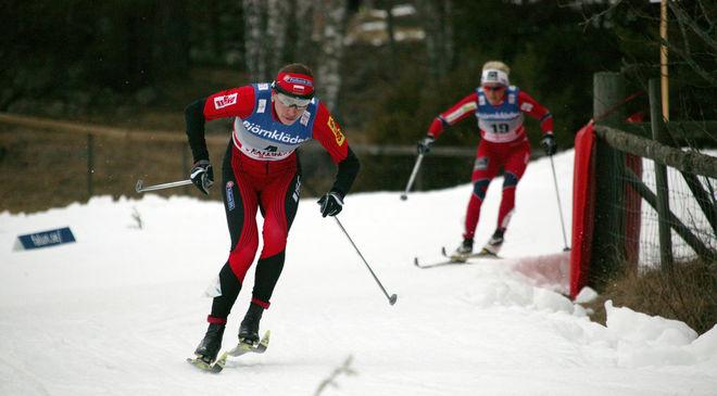 JUSTYNA KOWALCZYK står över OS-sprinten i Sochi för att kunna slå Therese Johaug (bakom) och Marit Bjørgen på 10 km klassisk två dagar senare. Foto: KJELL-ERIK KRISTIANSEN