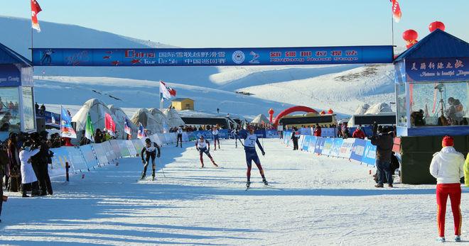 HÄR AVGÖR troligen Adam Johansson China Tour de Ski genom att ta hem den 5:e etappen före Oscar Kardin och Bill Impola! Foto: NORDICWAYS