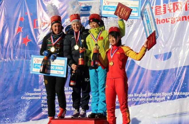 LISA SVENSSON, Åsarna och Evelina Bångman, Offerdal jublar över svensk dobbeltseger i damklassen före två kinesiska tjejer. Foto: NORDICWAYS