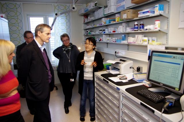 Jonas Gahr Støre får demonstrert legemiddelkabinett