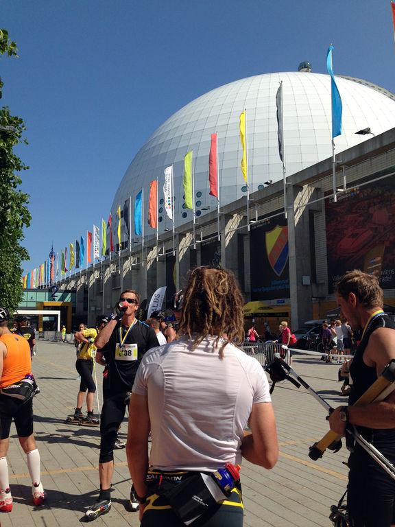 GOD STÄMNING vid målet utanför Globen under Stockholm Rollerski idag. Foto: ARRANGÖR
