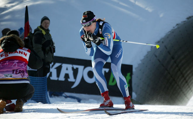 AINO-KAISA SAARINEN åkte som i fornstora dar när hon avgjorde teamsprinten i Asiago för Finland. Foto: MILAN DROBNY