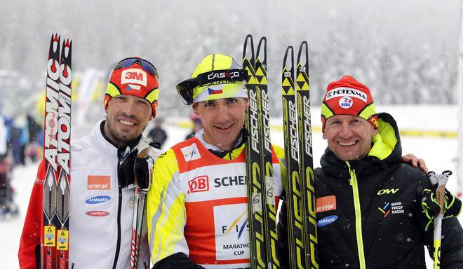 PETR NOVAK från Tjeckien (mitten) tog sin första seger i FIS Marathon Cup i Dolomitenlauf. Tvåa var Martin Koukal (t v) och trea Martin Bajcicak. Foto: NORDIC FOCUS