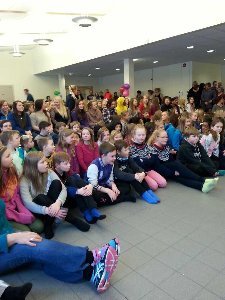 Elever ved Storslett skole.jpg