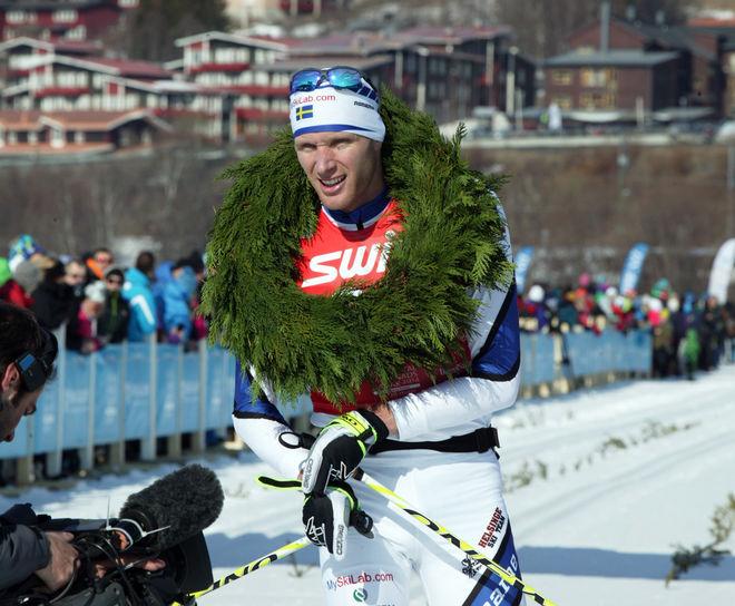 DANIEL RICHARDSSON har visat att han är bra på långlopp. Här efter segern i Årefjällsloppet 2014. I morgon kör han tävlingen igen, men han fyller på med SM-femmilen på söndag! Foto/rights: MARCELA HAVLOVA/sweski.com
