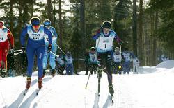 UR SPÅR! Ebba Andersson forsar genom fältet sedan hon ramlat i starten under JSM i Lycksele. Foto: KJELL-ERIK KRISTIANSEN