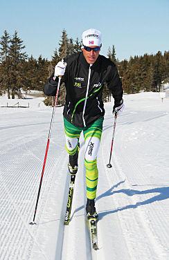 HÄR ÄR BEVISET på att Anders Aukland numera åker Fischer både skidor och pjäxor!