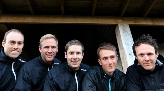 NYA SVENSKA långloppsteamet Lager 157 Ski Team tar upp kampen med dom starka norska teament. Fr v: Jörgen Brink, Daniel Richardsson, Fredrik Byström, Marcus Johansson och Markus Ottosson ingår i teamet, som nu har gjort ett avtal med Orsa Grönklitt.