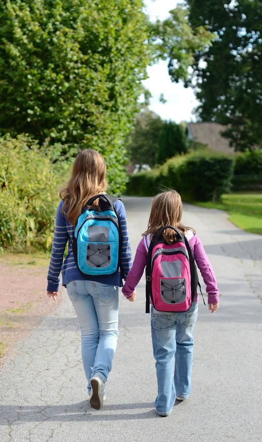Skolebarn på vei til skolen