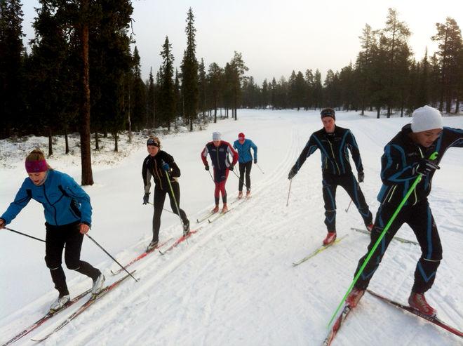 I GÄLLIVARE åker man skidor. Här från måndagens träning.