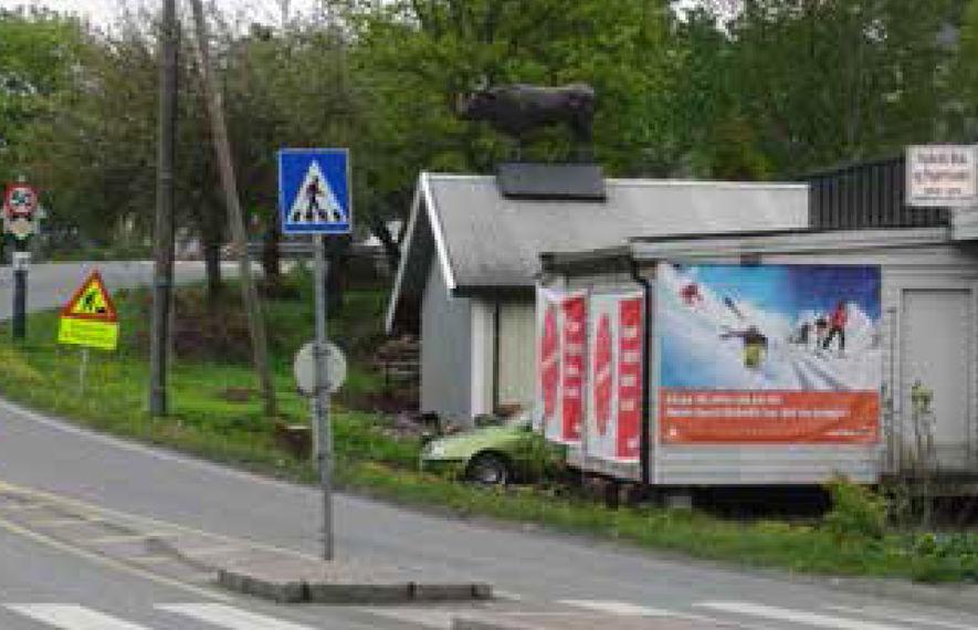 Ulovlig reklame langs offentlig vei illustrasjonsbilde