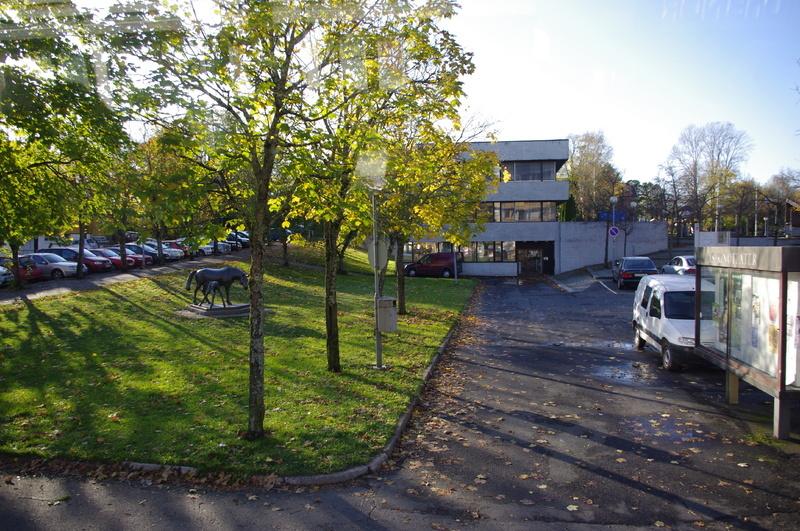 Parkering rundt rådhuset i Ås, illustrasjonsfoto