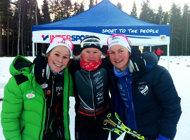 DAMSEGRARINNAN Maja Dahlqvist, Falun-Borlänge flankerad av tvåan Linn Sömskar, IFK Umeå (th) och trean Jennie Öberg, Piteå Elit. Foto: JENNY AXELSSON