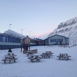 Skole skolegård vinter