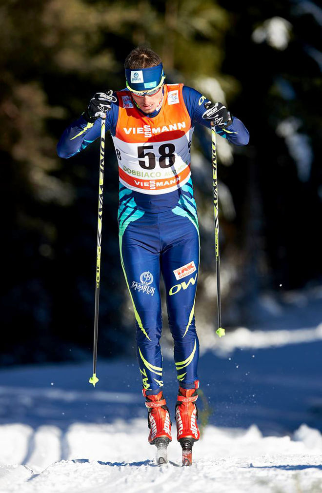 ALEXEY POLTORANIN från Kazakstan åkte ovallat till segern på den 4:e etappen av Tour de Ski. Men flera av dom svenska åkarna påstod att han hade skatat rätt friskt på banan. Foto: NORDIC FOCUS