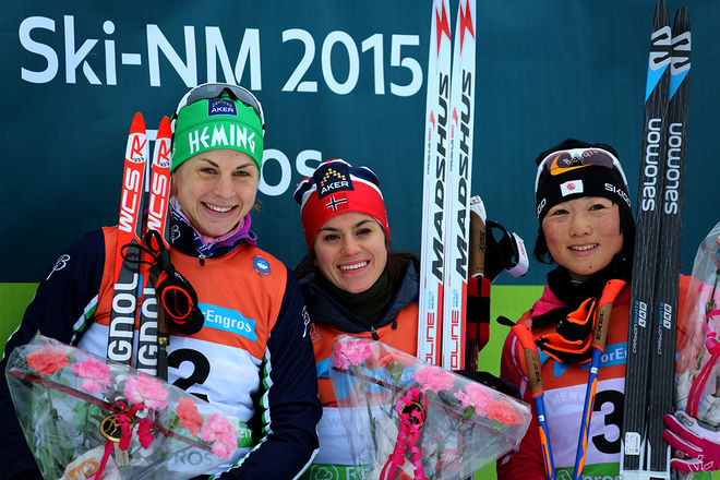 HEIDI WENG (mitten) vann sitt första guld på norska mästerskapen i lördagens skiathlon där hon vann före Astrid Uhrenholdt Jacobsen (tv) och japanska Masako Isihda, som åkte i gästklassen. Foto/rights: MARCELA HAVLOVA/sweski.com