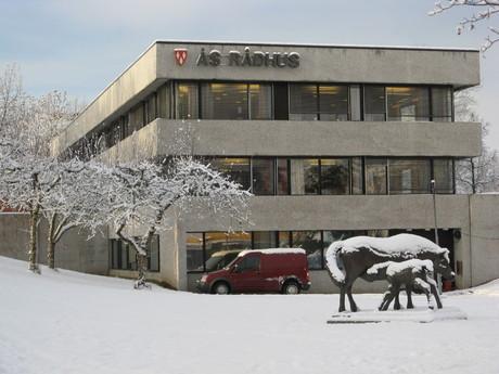 Illustrasjonsbilde, Ås rådhus vinterbilde