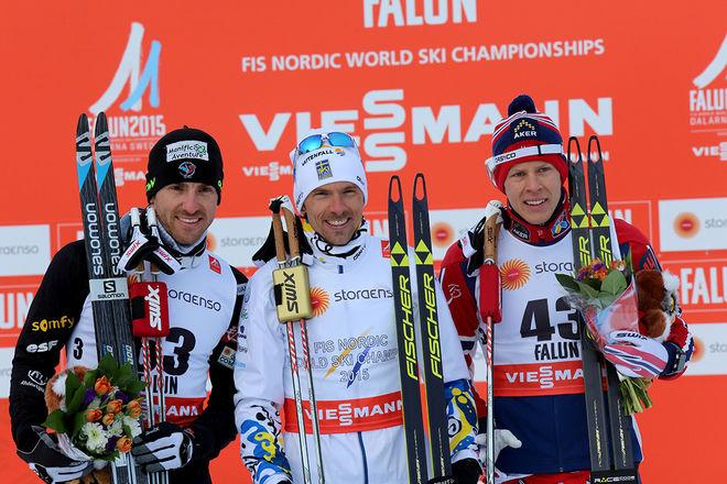 JOHAN OLSSON (mitten) vann VM-guldet på 15 km fristil i Falun 2015 före Maurice Manificat, Frankrike (tv) och Anders Glöersen, Norge. Foto/rights: MARCELA HAVLOVA/sweski.com