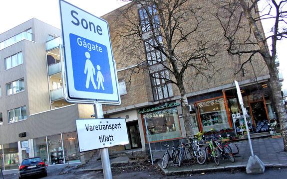 Gågate i Ås sentrum, Skoleveien