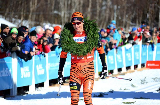 PETTER ELIASSEN (Team LeasePlan Go) vann Swix Ski Classics 2014-2015 och här fullbordar han sin fjärde raka seger med vinst i Årefjällsloppet i lördags. Foto/rights: KJELL-ERIK KRISTIANSEN/sweski.com