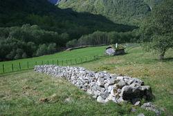 Steingjerde på Engi i Fresvik