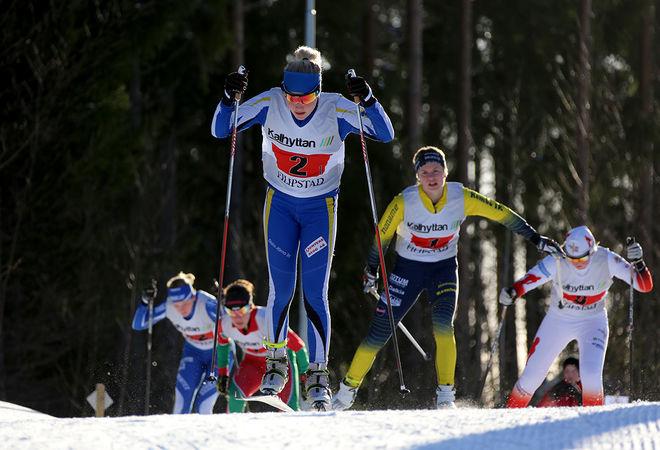 15-16-ÅRINGAR som tävlar i längdåkning har enligt en norsk undersökning tre par skatingskidor och tre par klassiska skidor samt pjäxor för 8500 kronor. Här en illustrationsbild från USM i Filipstad förra säsongen. Foto/rights: KJELL-ERIK KRISTIANSEN/sweski.com