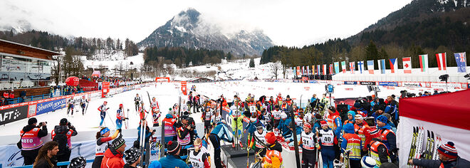 04.01.2015, Oberstdorf, Germany (GER): crowded finish area after the race- FIS world cup cross-country, tour de ski, pursuit women, Oberstdorf (GER). www.nordicfocus.com. © Felgenhauer/NordicFocus. Every downloaded picture is fee-liable.