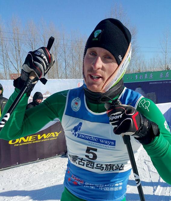 EN NÖJD Emil Johansson från IK Jarl Rättvik efter segern i China Tour de Ski. Foto: NORDIC WAYS