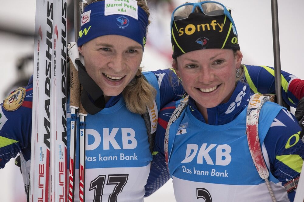 10.01.2016, Ruhpolding, Germany (GER):Anais Bescond (FRA), Marie Dorin (FRA), (l-r) -  IBU world cup biathlon, mass women, Ruhpolding replacing Oberhof (GER). www.nordicfocus.com. © Manzoni/NordicFocus. Every downloaded picture is fee-liable.
