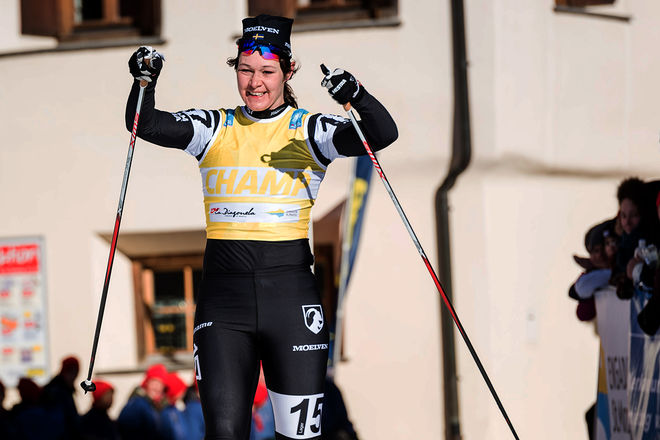 BRITTA JOHANSSON NORGREN jublar över ännu en seger i Visma Ski Classics, den här gången i La Diagonela i charmiga Zuoz i Engadin-dalen. Foto: MAGNUS ÖSTH