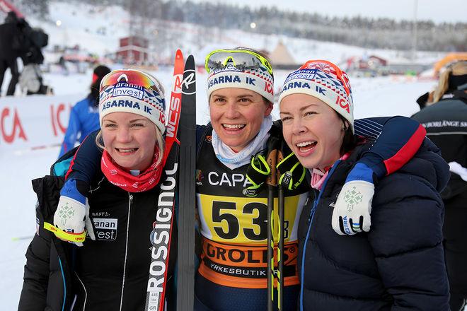 IDA INGEMARSDOTTER (mitten) säkrade silvret i SM-stafetten för Åsarna IK tillsammans med Elin Mohlin (tv) och Emma Wikén. Foto/rights: KJELL-ERIK KRISTIANSEN/sweski.com