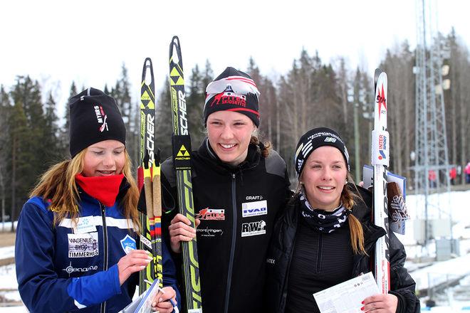 JVM-SILVER i stafett till den här trion: Sofia Myhr (tv), Hanna Öberg och Anna Magnusson. Foto: THORD ERIC NILSSON