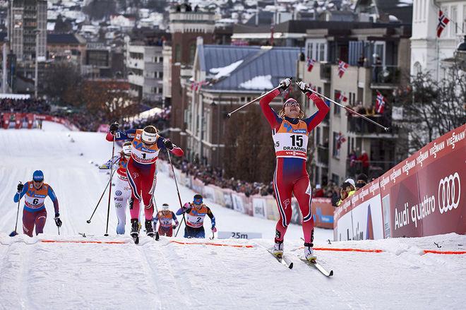 MAIKEN CASPERSEN FALLA jublar för segern i Drammen 2016. Bakom kommer Ingvild Flugstad Østberg och Stina Nilsson, som senare blev deklasserad till en 6:e plats. Idag kan Maiken vinna sprintvärldscupen den här säsongen. Foto: NORDIC FOCUS