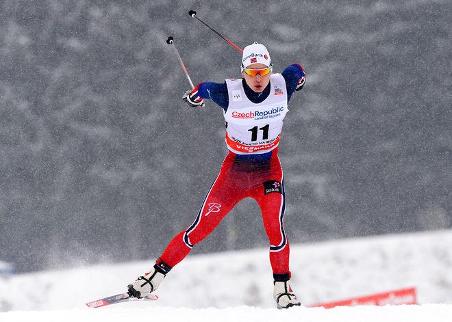SIMEN HEGSTAD KRÜGER är en ny norsk stortalang från Oslo som vann 15 km fristil vid U23-VM. Han avslutade mycket starkt och säkrade guldet på dom två sista varven. Foto: NORDIC FOCUS