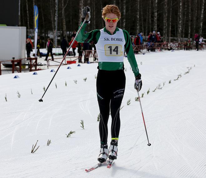 GUSTAV AFLODAL för in Sundbybergs IK till brons i herrarnas stafett. Foto/rights: KJELL-ERIK KRISTIANSEN/sweski.com