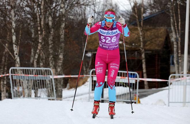 EVELINA BÅNGMAN under Årefjällsloppet i lördags. Nu blev hon tvåa i D21 efter syrran Hedda i Flyktningeloppet. Foto/rights: MARCELA HAVLOVA/sweski.com