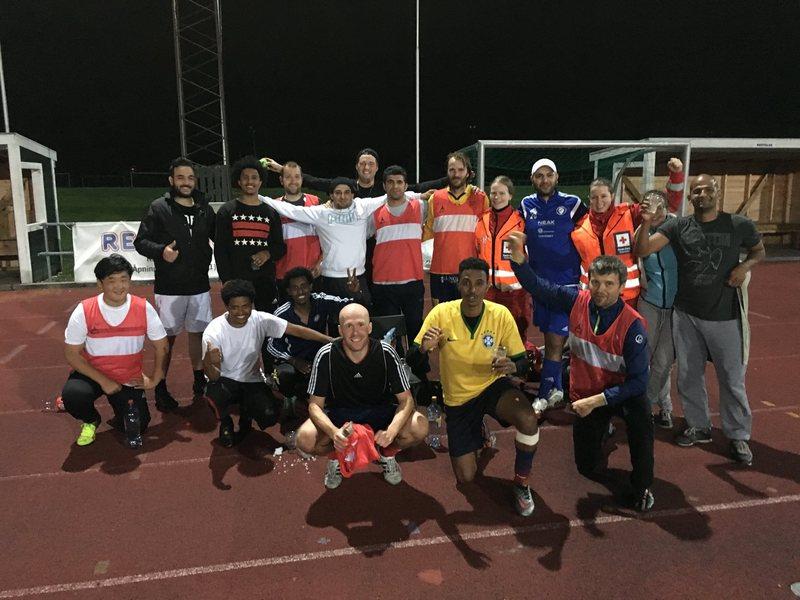 Fargerik fotballtrening i regi av Røde kors.jpg