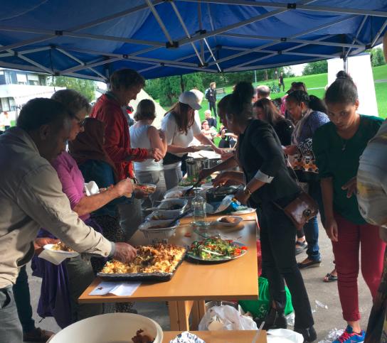 Mye god mat fra et titalls nasjoner ble servert på Flerkulturelt mattreff.jpg