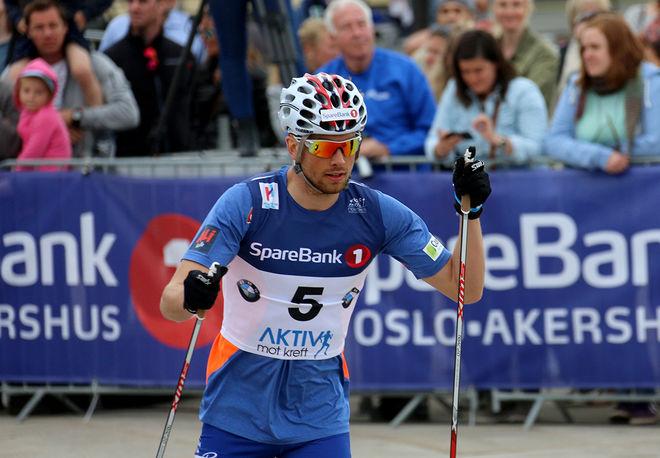 TOMAS NORTHUG spurtade ner storebror Petter och vann Hommelvik Grand Prix på rullskidor under lördagen. Foto/rights: MARCELA HAVLOVA/sweski.com