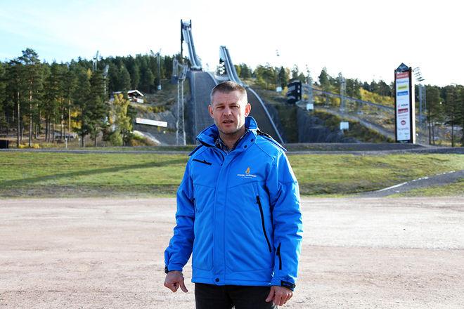 SKIDSPELSCHEFEN Jimmy Birklin hoppas på mycket folk på Lugnet i helgen. I tillägg till att besöka Nordic Ski Convention - Sveriges största skidmässa - kan man också åka skidor på Lugnet. Foto/rights: KJELL-ERIK KRISTIANSEN/KEK-photo