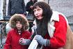 Virker de nye lysene, tro? Ja, flunkene nye lys sponset av Lions Eika til årets julegran. Foto: Dag H. Nestegard