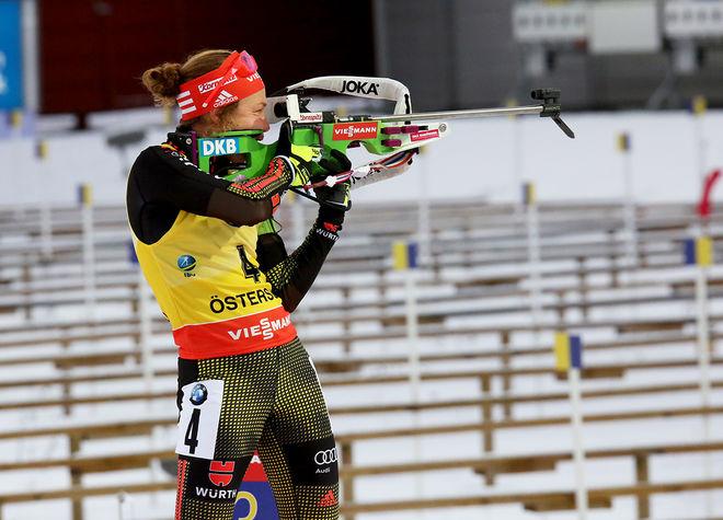 LAURA DAHLMAIER vann sprinten i Pokljuka under fredagen och ökade ledningen i damernas världscup i skidskytte. Foto/rights: MARCELA HAVLOVA/sweski.com