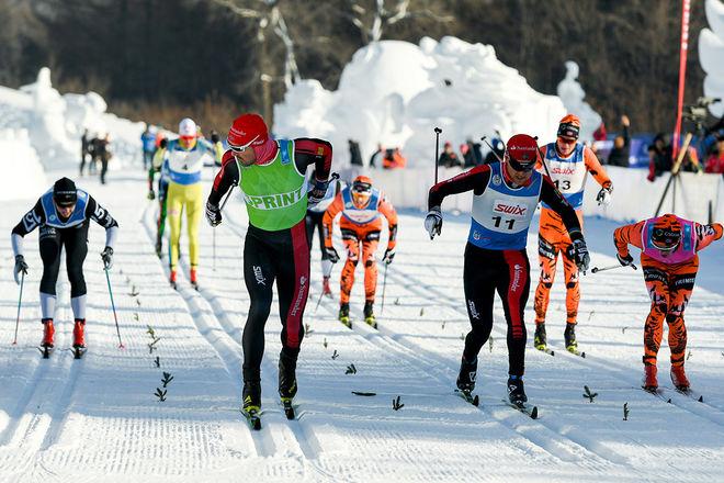ANDREAS NYGAARD, Team Santander (grönt nummer) vinner det kinesiska Vasaloppet före Jens Eriksson (11). Oscar Persson, Lager 157 (vänster) blir fyra. Foto: MAGNUS ÖSTH