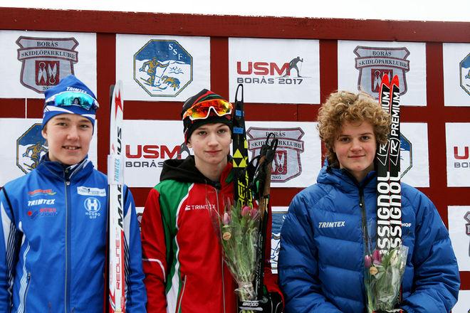 TOPPTRION i H16. I mitten den överlägsna segraren Pål Jonsson från Strömnäs GIF i Piteå, till vänster tvåan Emil Danielsson från Högbo GIF och till höger trean Mårten Gedda, OK Landehof. Alla foton: CATHRINE ENGMAN