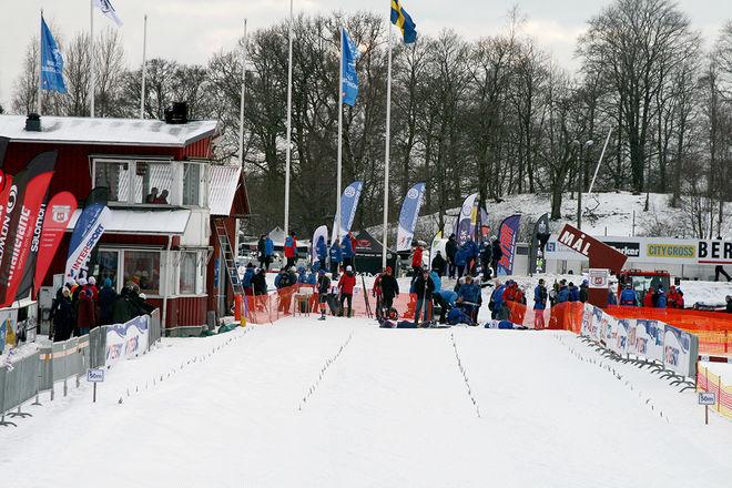 MÅNGA TRÖTTA åkare i målområdet på USM i Borås. Det blev bra tävlingar i fristil under fredagen.