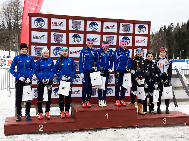 DOM TRE BÄSTA lagen i D15-16-stafetten. Från vänster: IFK Umeå (2:a), Högbo GIF (1:a) och Offerdals SK (3:a). Foto: CATHRINE ENGMAN